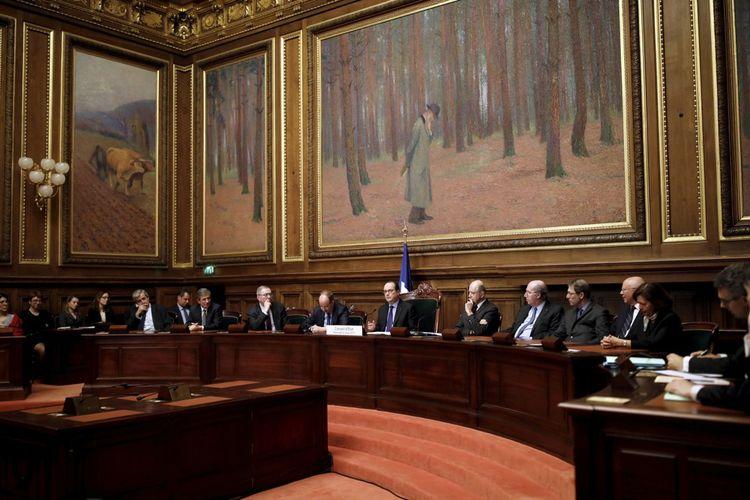 Le vice-président du Conseil d'Etat (4e en partant de la droite) écoutant le discours du président François Hollande (au centre) le 22 mars 2017.