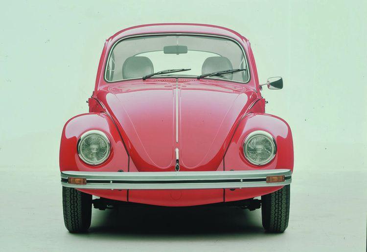 La Coccinelle de Volkswagen (ici modèle de 1978), conçue en 1938 à la demande du chancelier Hitler.