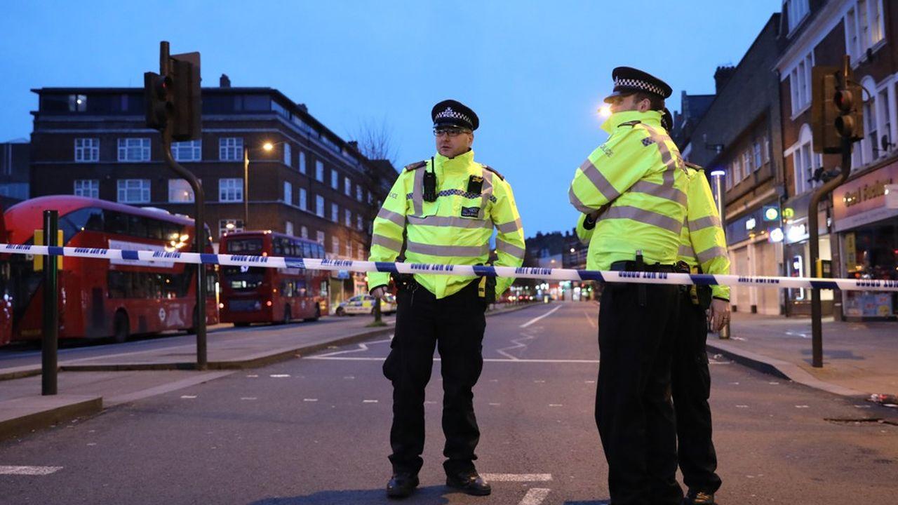 Dimanche, les faits ont eu lieu vers 14h00 heures locales et GMT dans le quartier d'habitation de Streatham.
