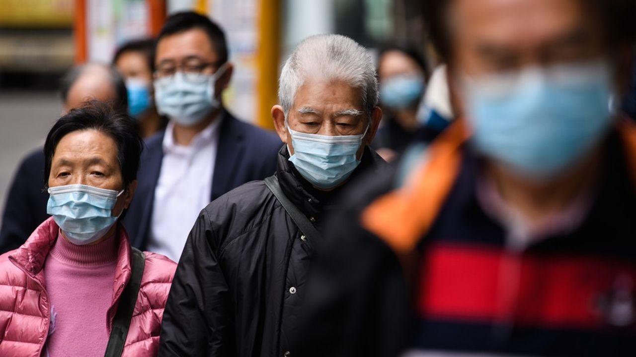 En Chine, en proie à l'épidémie de coronavirus, la colère monte au sein d'une population paralysée par la peur et calfeutrée chez elle.