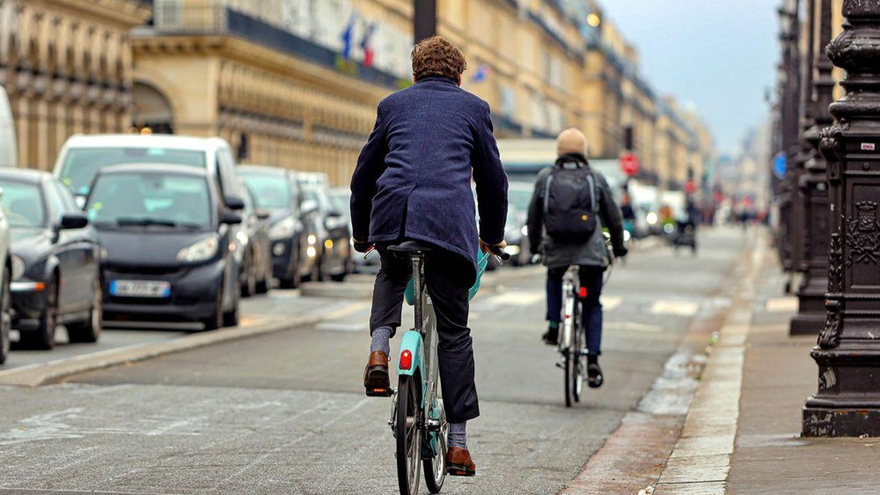 Le vélo est aujourd'hui un sujet central pour les collectivités. Les villes n'ont de cesse de proposer des «plans vélo» qui généralement ont un seul et même axe, celui du développement des pistes cyclables.