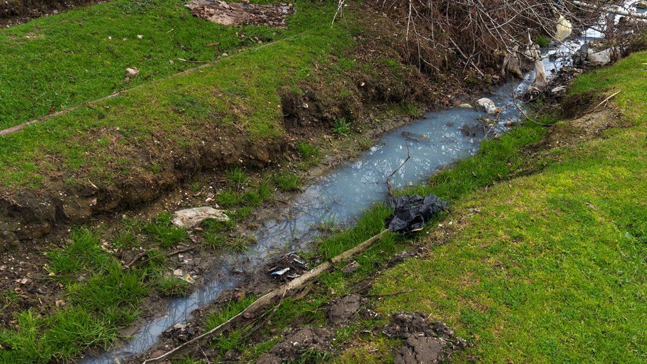 Le ruissellement des eaux pluviales aux abords immédiats et dans le cirque de l'Essonne, zone naturelle de 130 hectares, a en effet accru le risque d'inondation dans certains quartiers de Corbeil-Essonnes.