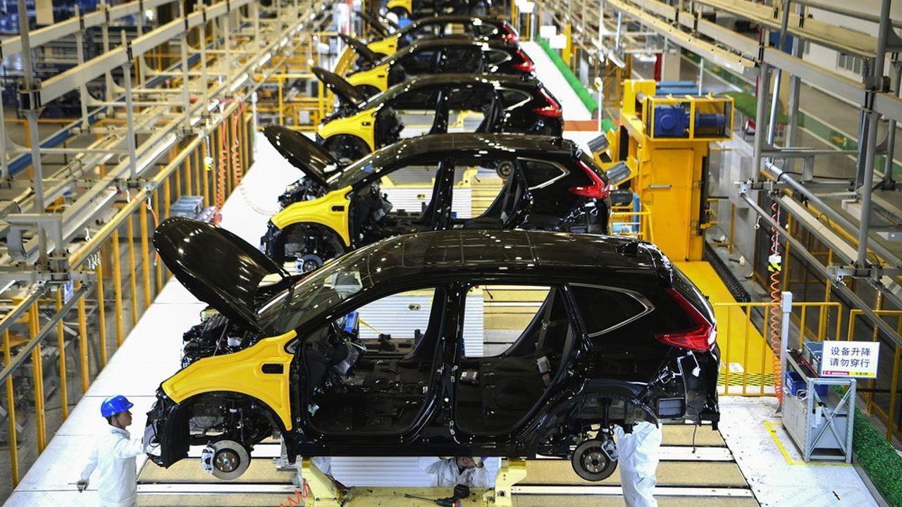Dans une note publiée le 31janvier, les experts d'IHS Market estimaient que la baisse de la production automobile serait de 7% au premier trimestre (soit 350.000 voitures) si les usines redémarraient à partir du 10février.