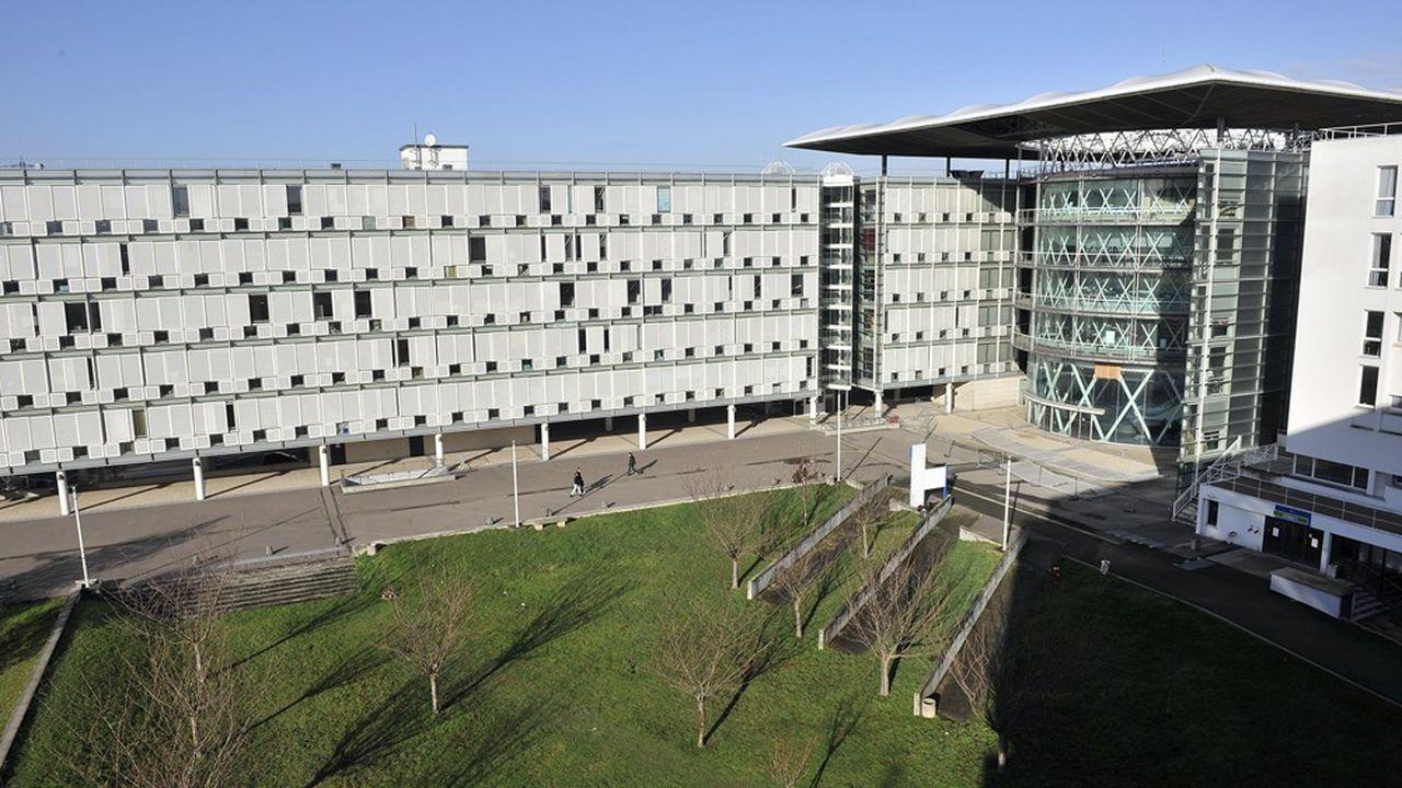 Le troisième pôle universitaire d'Ile-de-France (avec 1.500 chercheurs) se transforme en un campus aux standards internationaux et prend le nom de « CY Campus ».