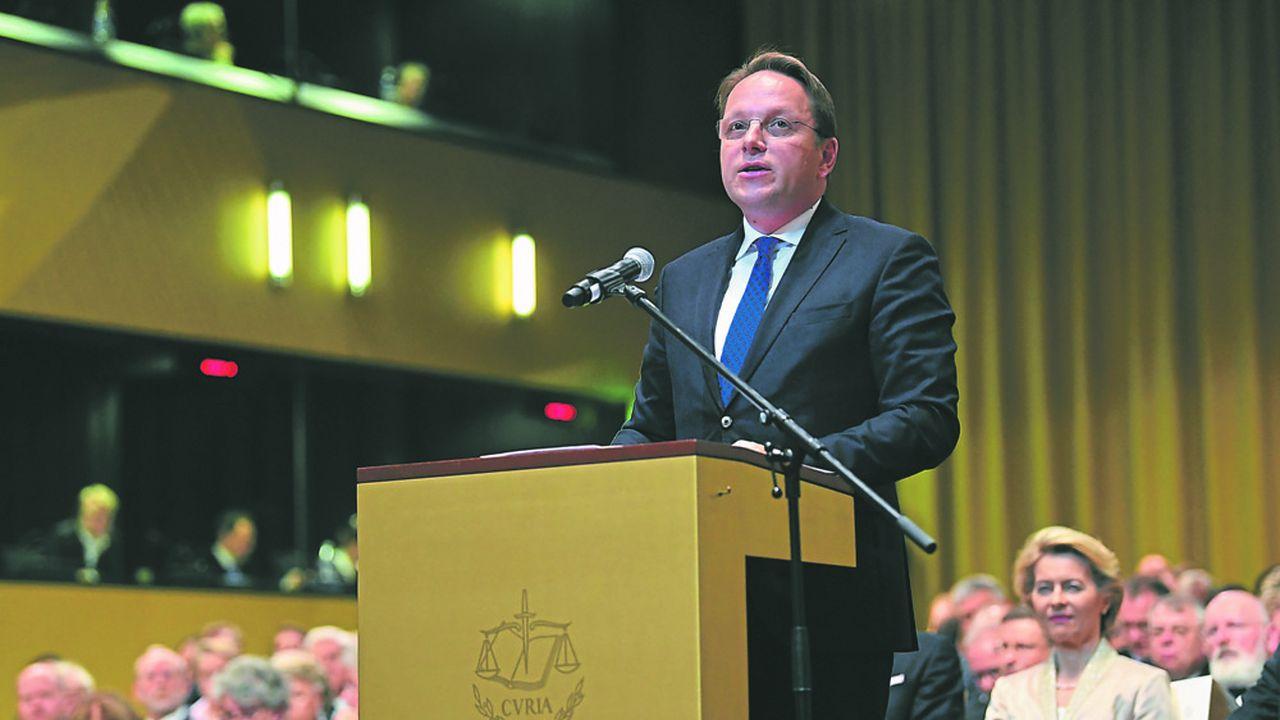 C'est le nouveau commissaire hongrois, Oliver Varhelyi, qui est en charge du dossier à la Commission européenne.