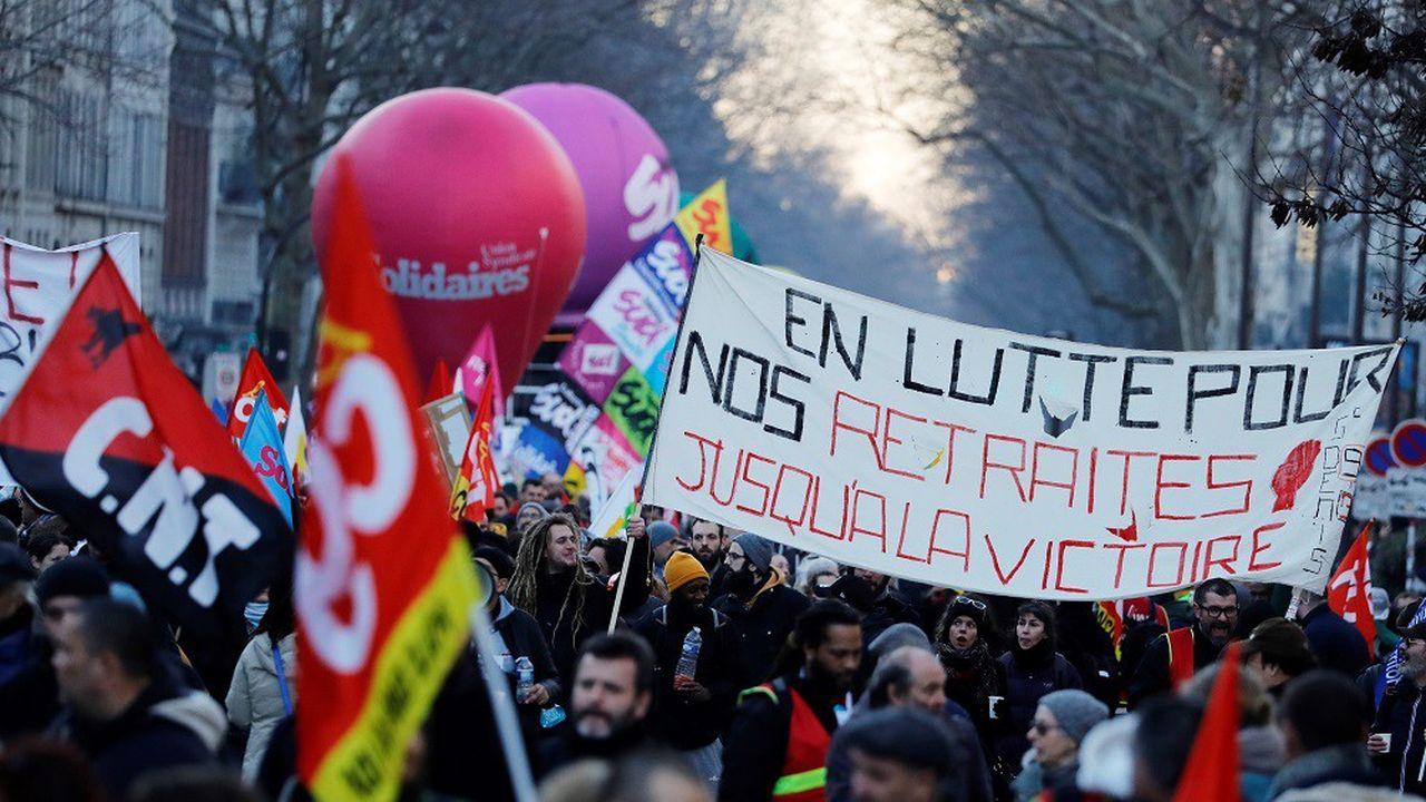 La police a comptabilisé 15.000 manifestants à Paris ce jeudi. La CGT évoque 130.000 personnes.