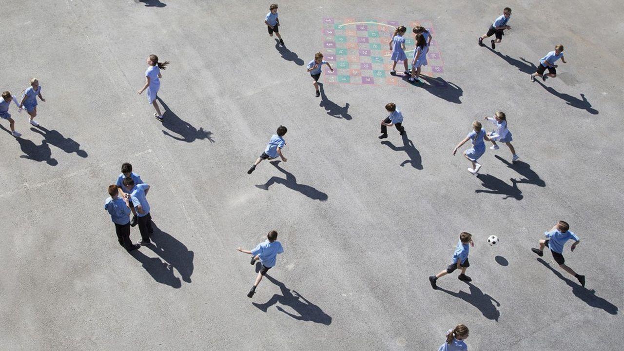 Les particules de plomb retrouvées à la surface des cours d'école et des aires de jeuxpeuvent présenter un risque sanitaire pour les enfants, selon l'ANSES qui appelle à prendre des mesures de précaution.
