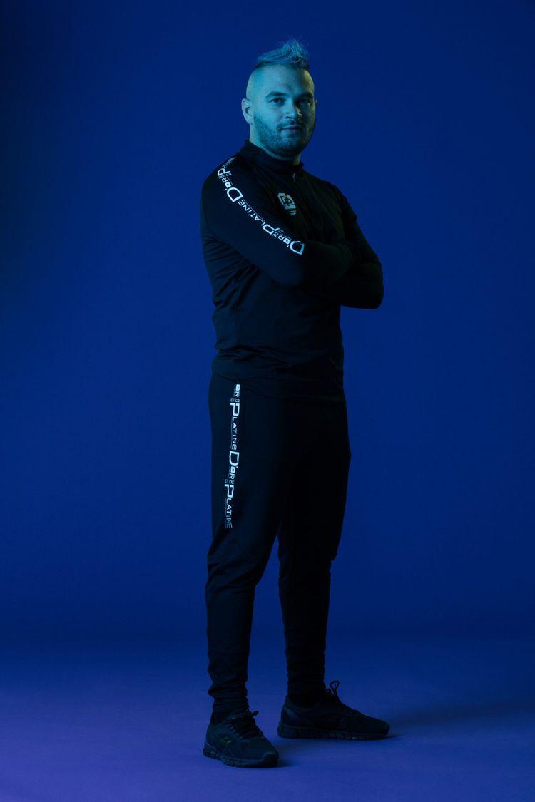 Le rappeur français Jul, l'un des chanteurs les plus écoutés sur Spotify et Deezer en France.