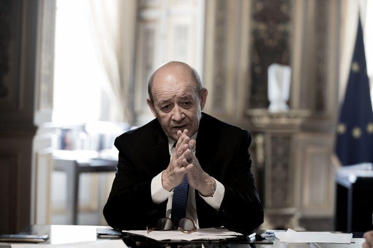 Jean-Yves Le Drian, ici au Quai d'Orsay, en 2018. Le ministre, dont l'identité a été usurpée, s'est porté partie civile.