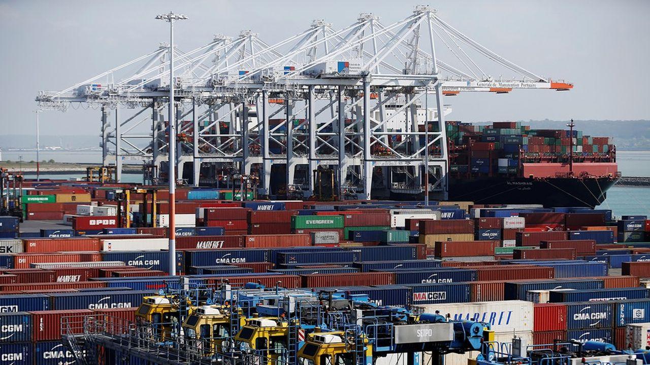 Les exportations françaises de biens ont progressé de 3,3% l'an passé alors que le commerce mondial a fortement ralenti. Cette performance explique le recul du déficit commercial.