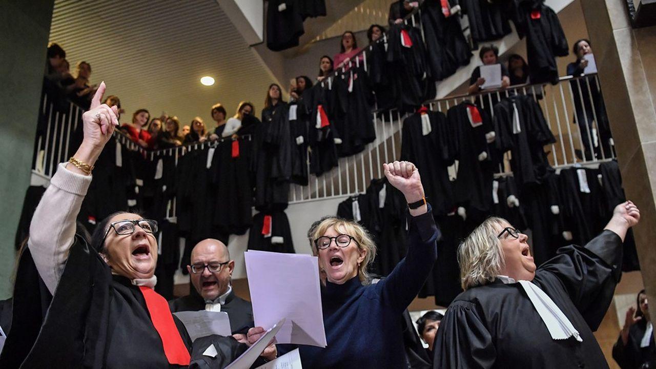 Les avocats continuent à s'opposer à la mise en place d'un système universel de retraite.