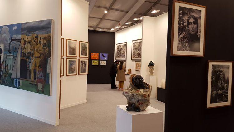 India Art Fair a tout des codes des grandes foires d'art moderne et contemporain comme Art Basel ou la Fiac.