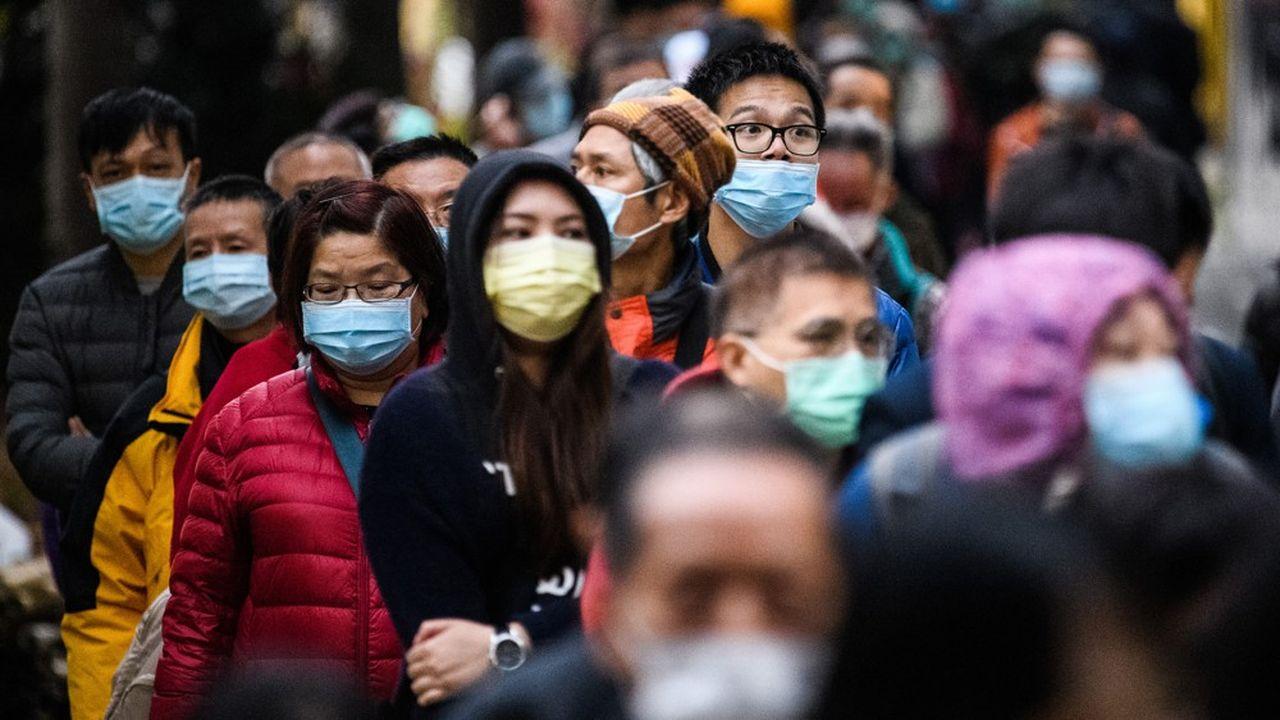 Depuis quelques jours, le port du masque a été rendu obligatoire à Shanghai, jusque là épargnée.