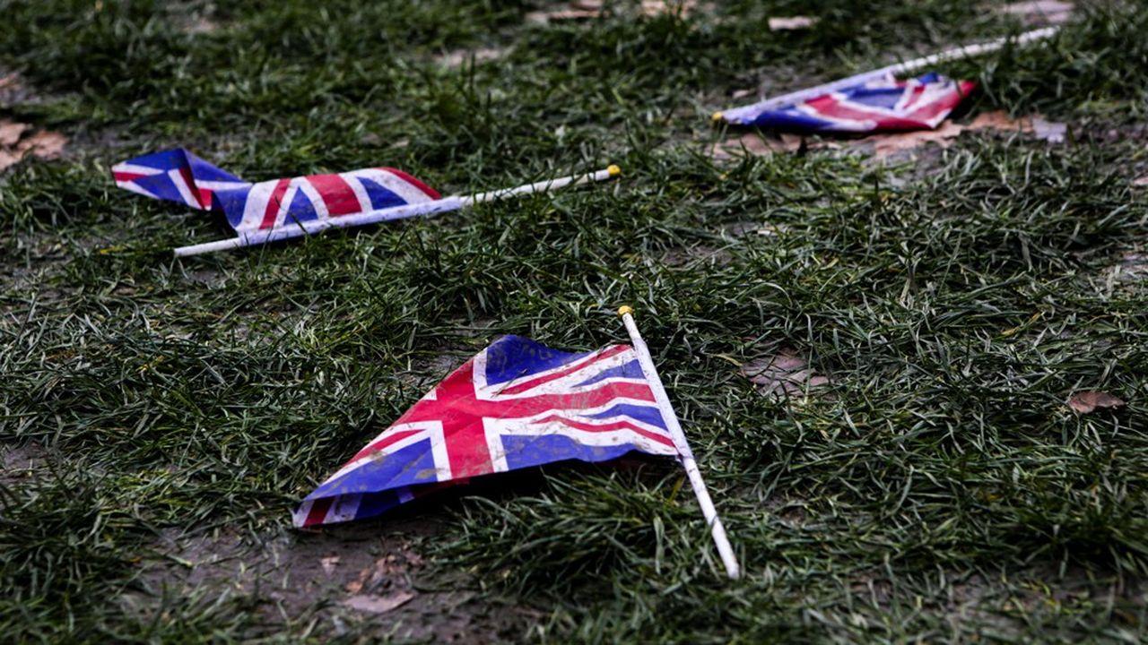Les Britanniques ont inventé la démocratie parlementaire il y a un peu plus de trois siècles. Ils sont désormais les pionniers de sa décomposition.