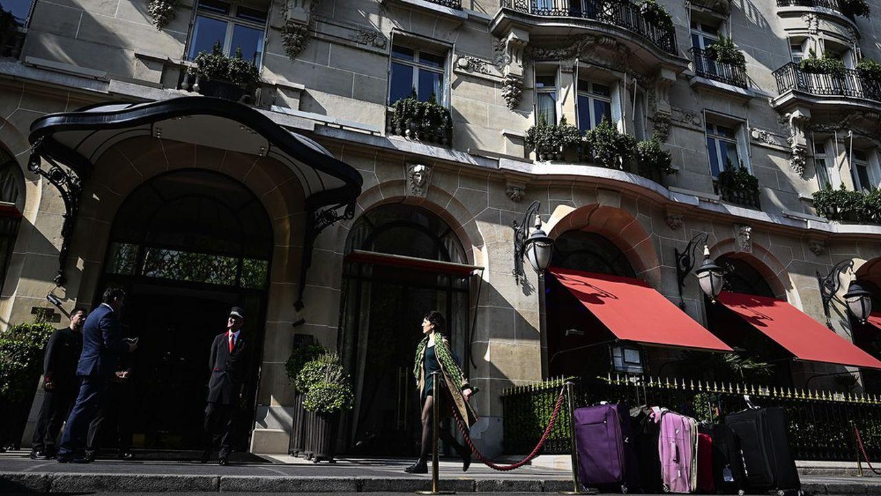 La baisse de la fréquentation étrangère en France en 2019s'observe tout particulièrement dans l'hôtellerie. Par ailleurs, les cabinets d'études spécialisés confirment que les grèves à la SNCF et à la RATP ont pesé sur l'activité du secteur en décembre.
