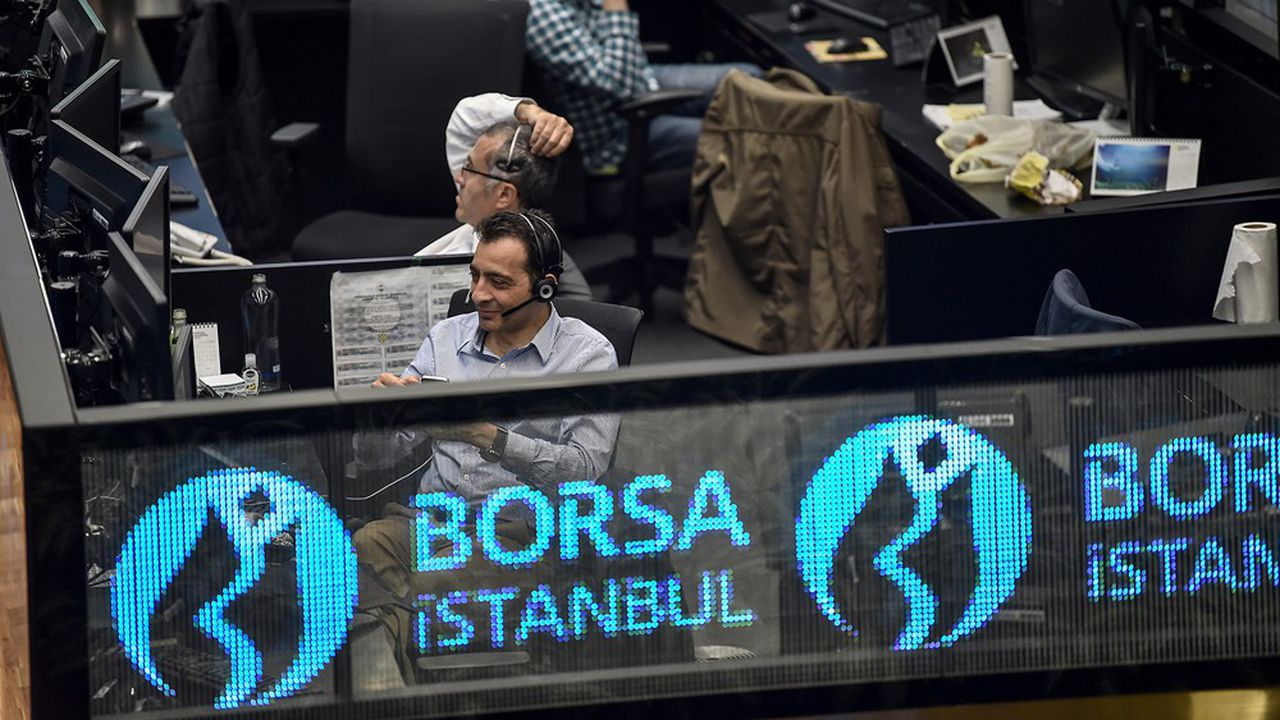 Les cambistes en Turquie sont confrontés à de fortes pressions baissières sur la devise nationale.