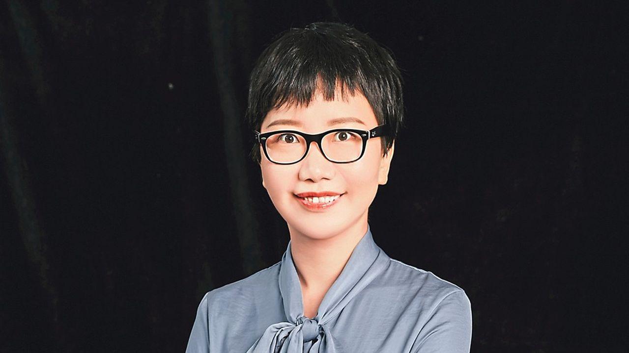 Vice-présidente des affaires publiques de Huawei, Linda Han a été envoyée à Paris par le siège il y a sixmois pour convaincre les autorités françaises d'autoriser le champion chinois des télécoms à participer à la construction des réseaux 5G français.