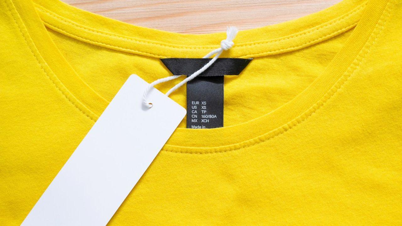 Les vêtements auront bientôt une étiquette comportant une note de A à E en fonction de leur impact environnemental.