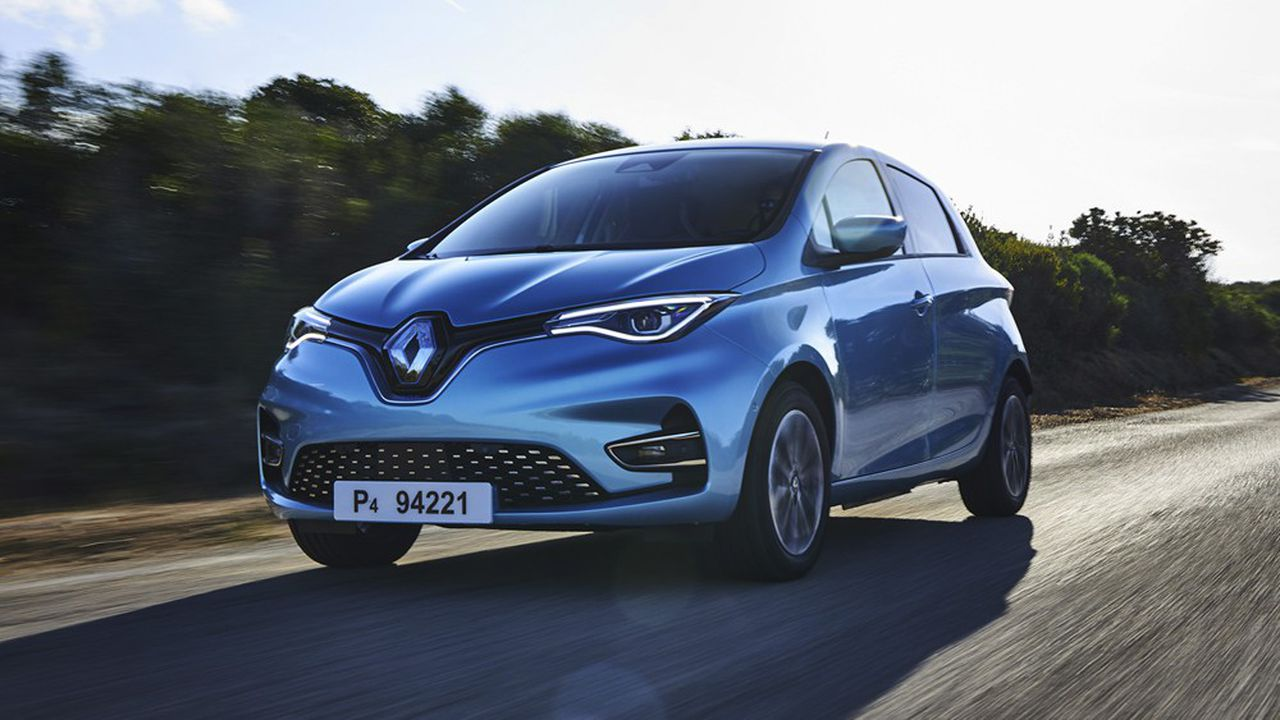Renault a enregistré 5,300 immatriculations le mois dernier pour sa ZOE, ce qui en a fait la troisième voiture la plus vendue du marché, toutes motorisations confondues.