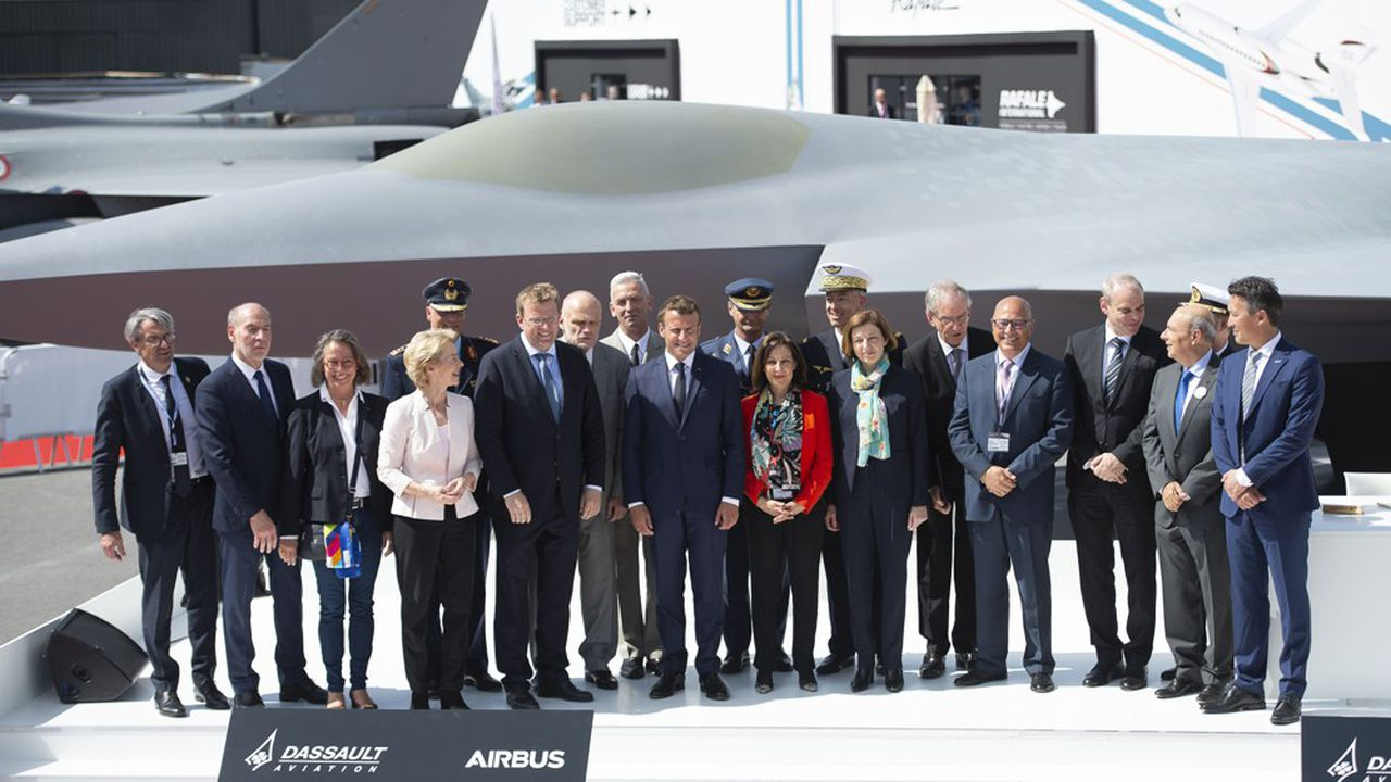 Devant une maquette conçue par Dassault, les ministres de la Défense de France, d'Allemagne et d'Espagne signaient au salon du Bourget en juin dernier un contrat-cadre pour la réalisation d'un avion de combat du futur.