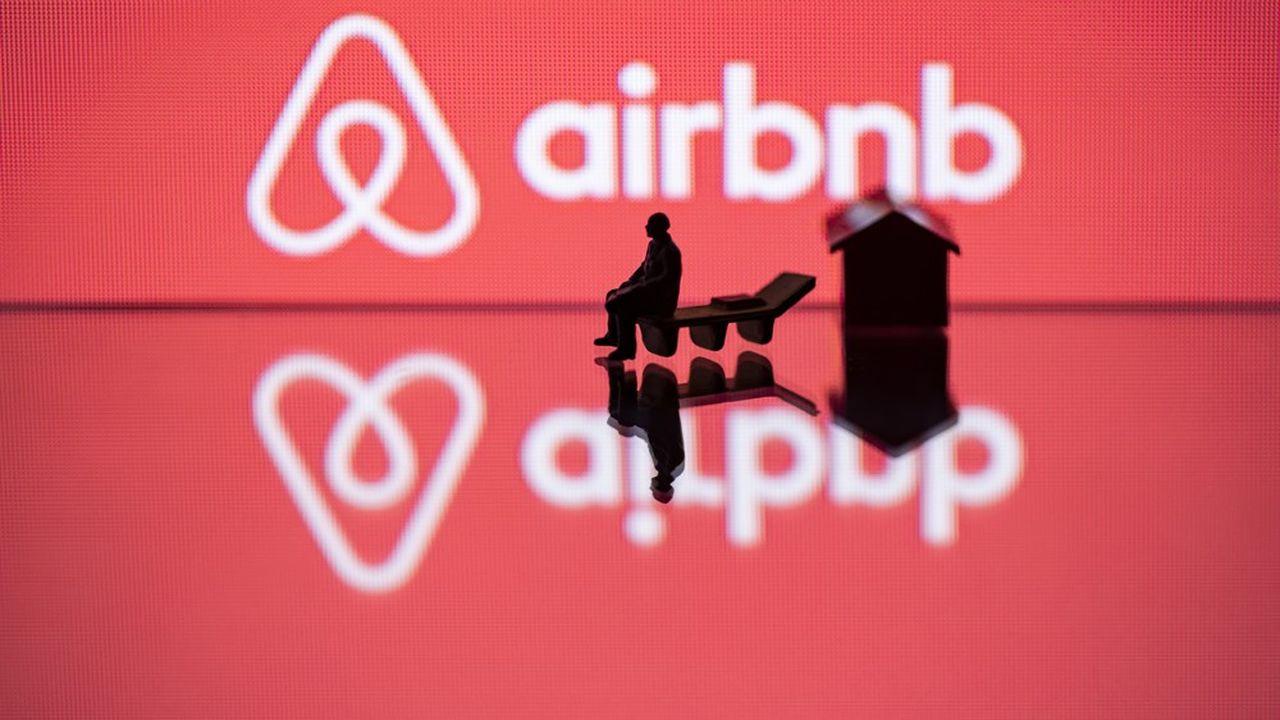 Paris, Barcelone, Berlin, New York… Nombre de métropoles sont entrées en guerre contre Airbnb et promulguent des règles qui affectent son chiffre d'affaires et pèsent sur ses comptes.