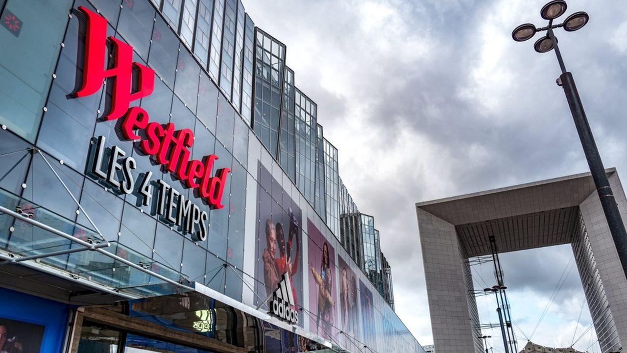 Dans le centre commercial Westfield Les 4 Temps, le Castorama part et le rez-de-chaussée de l'emplacement sera alloué au plus grand Zara de France.