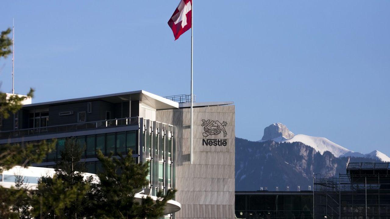 Fréquemment stigmatisé comme une force un peu trop tranquille, Nestlé a clairement entamé une nouvelle vie. L'année 2019 est là qui en témoigne avec force cessions et acquisitions. Le bénéfice net du groupe a bondi de 24% à 12,6milliards de francs suisses.