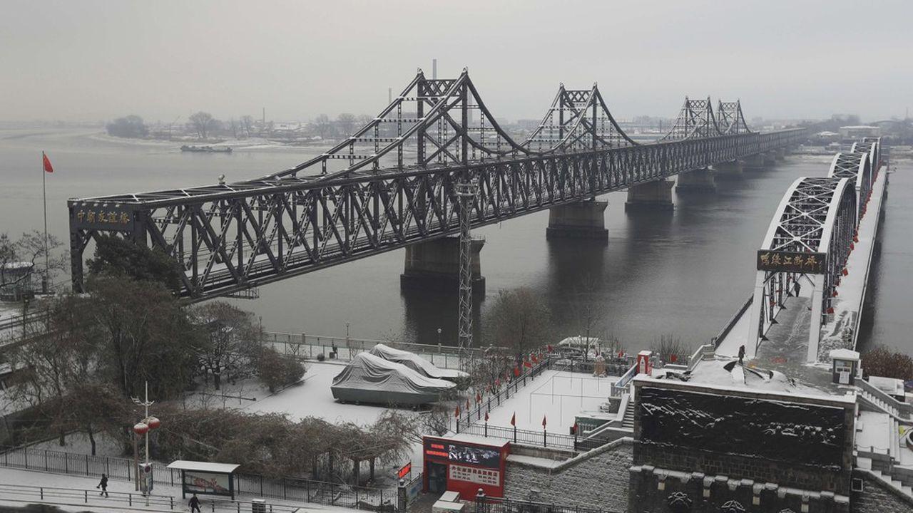 Le pont de l'Amitié sino-coréenne qui enjambe le fleuve Yalou, relie la ville chinoise de Dandong et nord-coréenne Sinuiju.