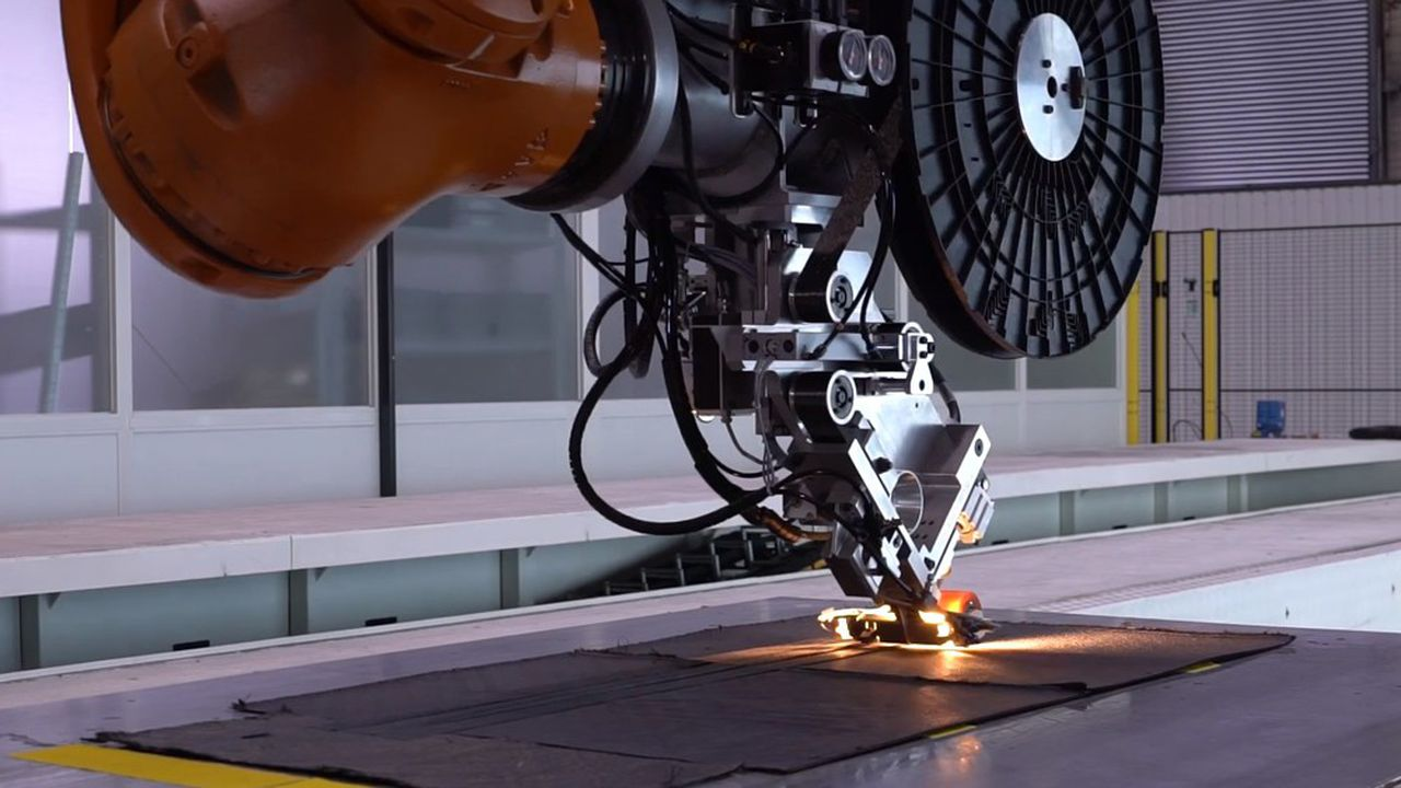 Ce démonstrateur de 18 mètres de long est destiné à fabriquer automatiquement des préformes composites textiles.