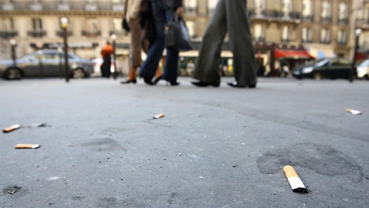 Sur les 71milliards de cigarettes fumées dans l'Hexagone chaque année, 29% des mégots, soit 21milliards, finissent au sol.