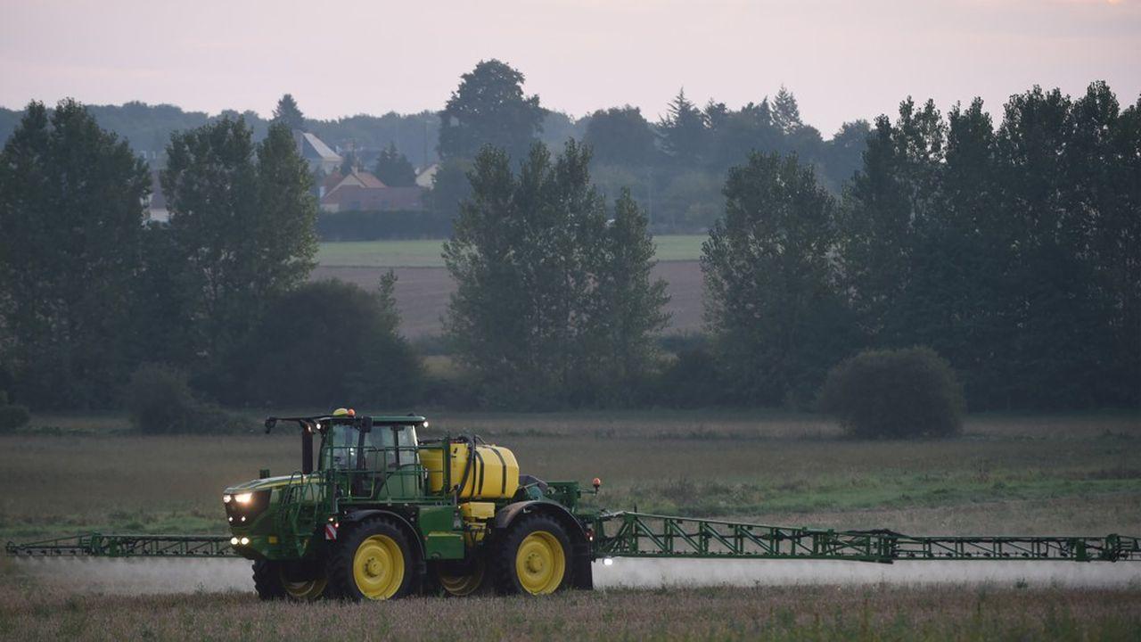 Depuis fin décembre, un décret fixe notamment àcinq mètres la distance d'épandage des pesticides à respecter vis-à-vis des habitations pour les légumes et céréales.