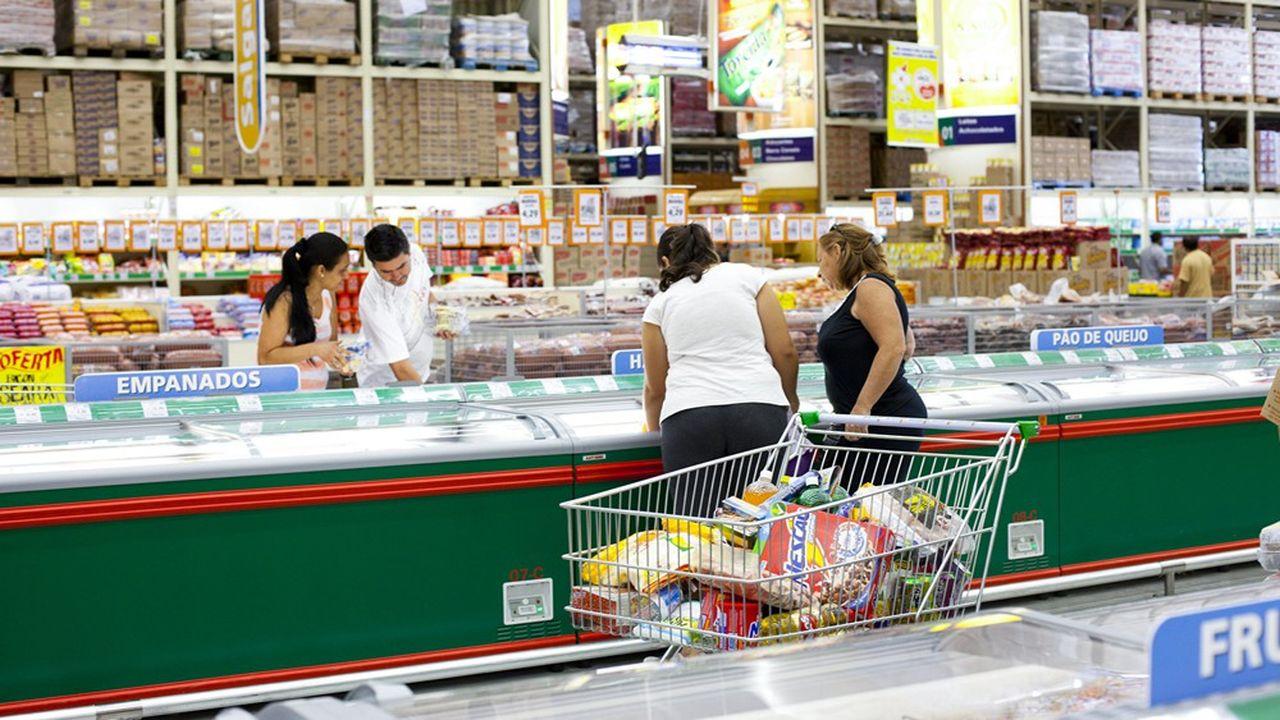 Carrefour se renforce au Brésil en rachetant 30 supermarchés