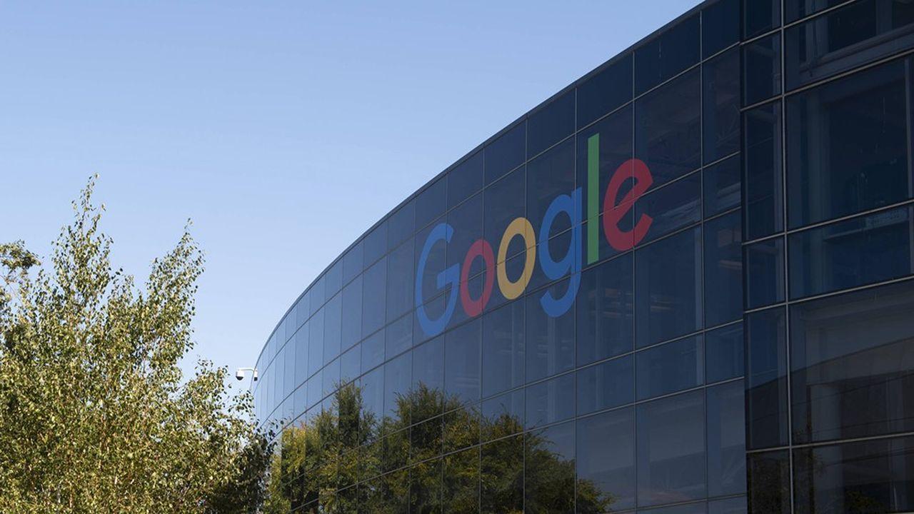 Google a entamé, selon le «Wall Street Journal», des discussions avec des éditeurs français et européens pour leur proposer une redevance contre la publication d'extraits de leurs articles dans Google News.