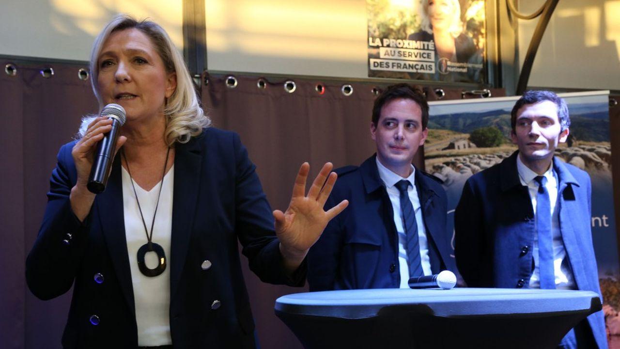 De gauche à droite : Marine le Pen,Yohan Gillet et Julien Sanchez.