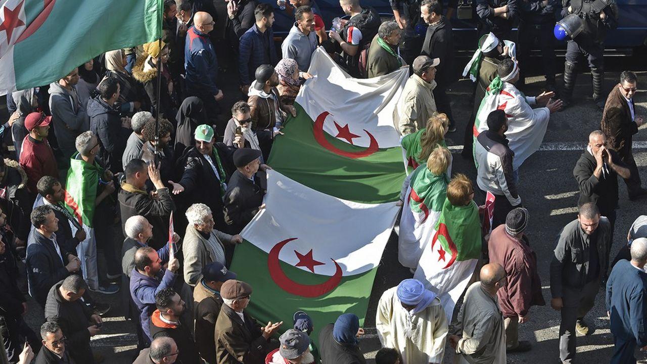 Vendredi à Alger le «hirak» s'est poursuivi, avant la grande marche qui a eu lieu dimanche à Kherrata pour célébrer la manifestation dans cette ville de Petite Kabylie du 16février 2019.