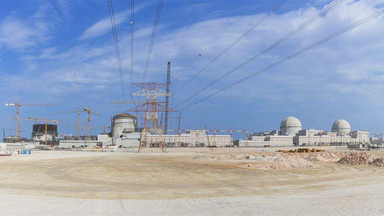 La construction de la centrale de Barakah a été assurée par un consortium mené par Emirates Nuclear Energy Corporation (ENEC) et le coréen Korea Electric Power Corporation (KEPCO).