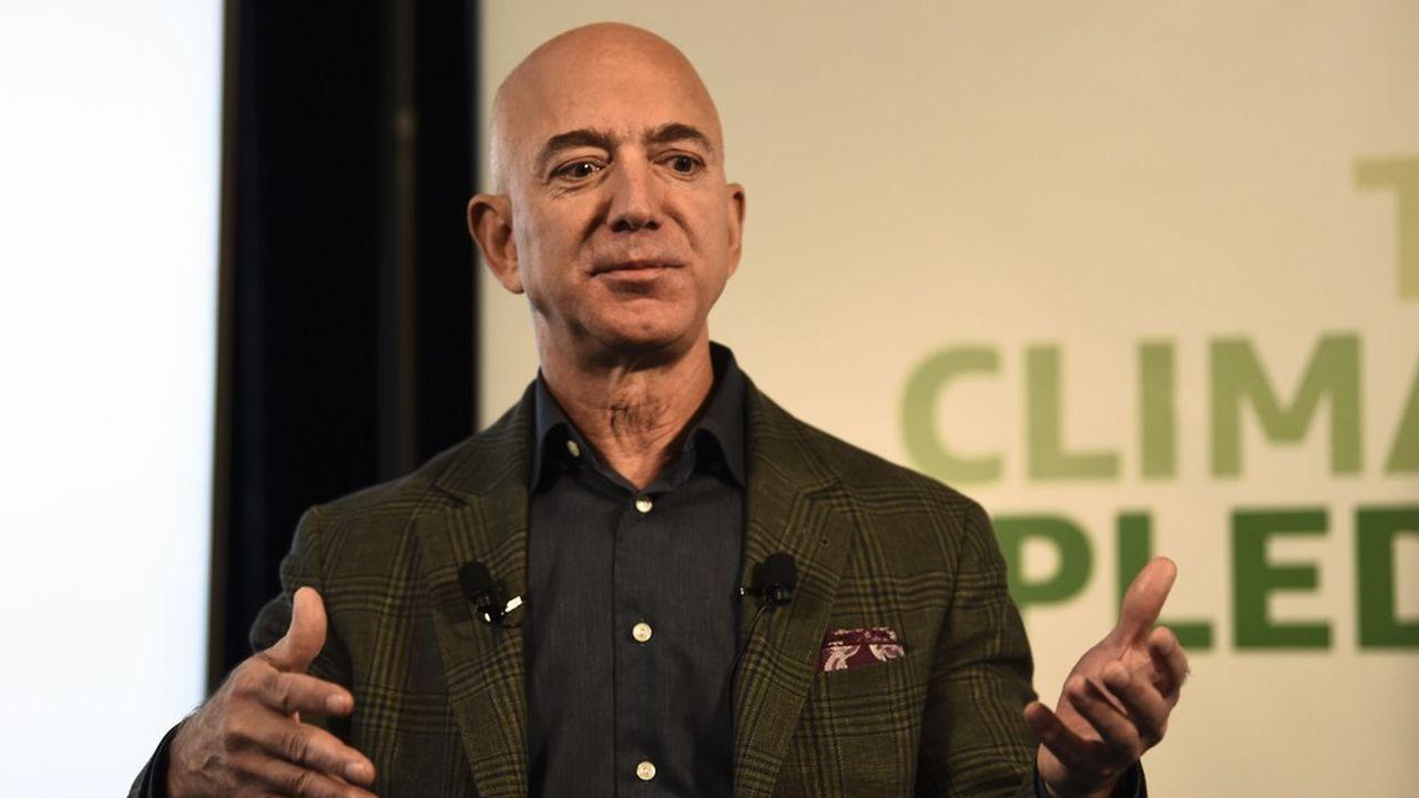 Même en donnant immédiatement ces 10milliards, Jeff Bezos resterait aujourd'hui le numéro un du classement des personnalités les plus riches, selon l'index Bloomberg.