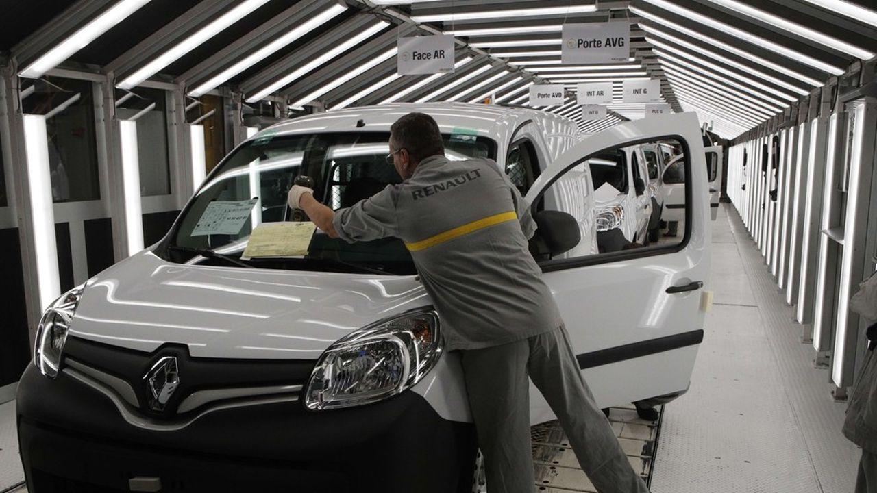 En janvier, les immatriculations de Renault ont plongé de 16,3% et celles de PSA, de 12,9%.