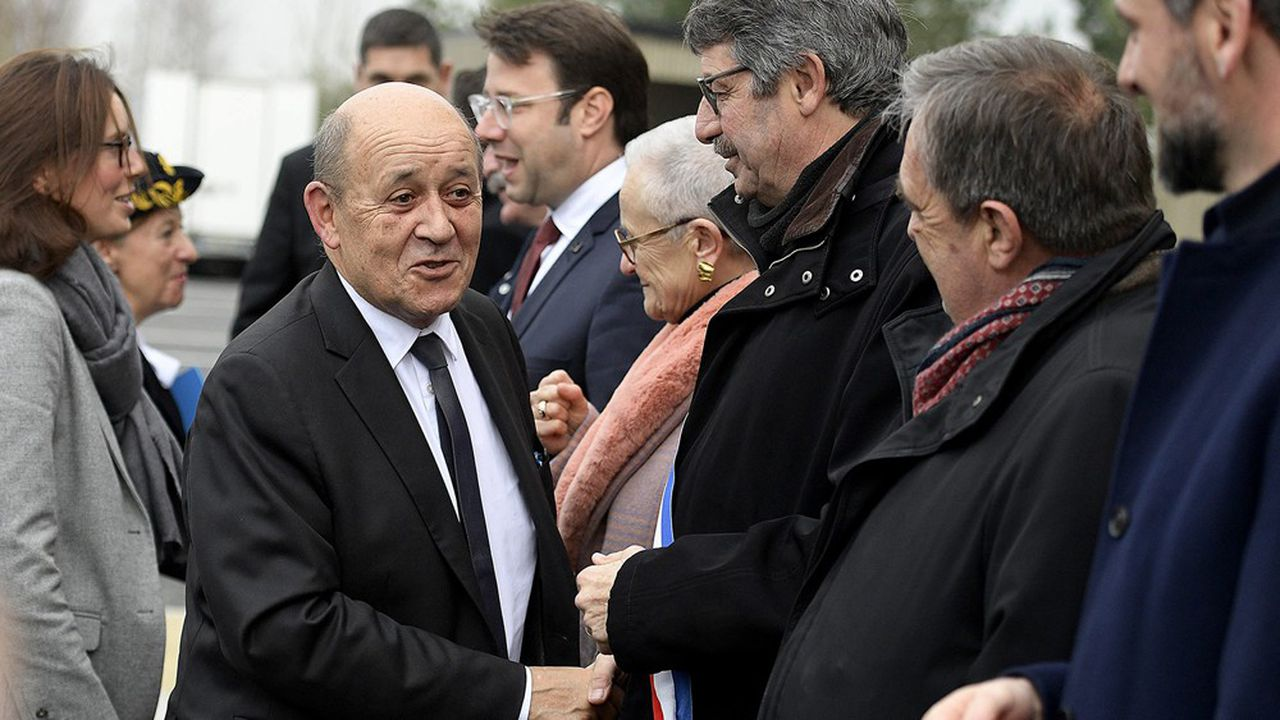 Jean-Yves Le Drian à Saint-Malo, accompagné de sa secrétaire d'Etat Amélie de Montchalin, pour inaugurer un nouvel ensemble immobilier de la compagnie Brittany Ferries.