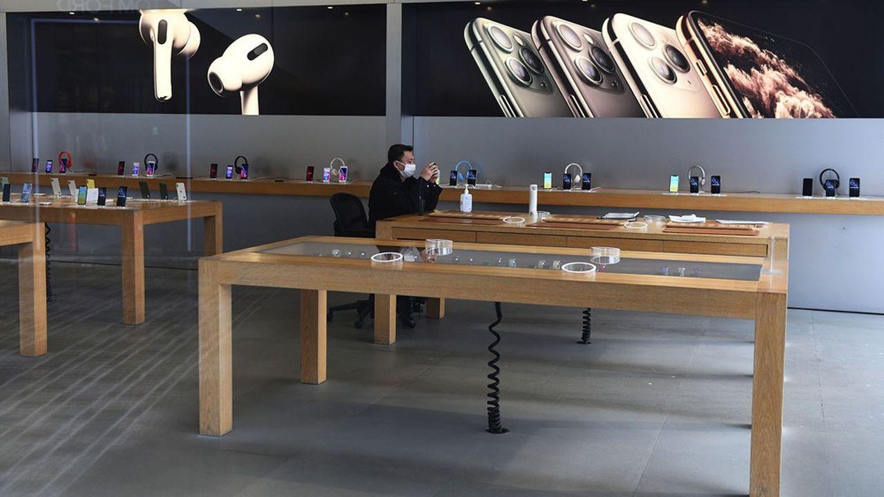 Le coronavirus a contraint Apple à fermer temporairement la totalité de ses 42 boutiques en Chine, comme ici, à Pékin.