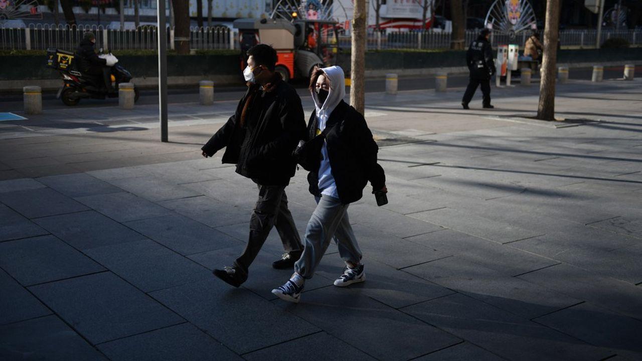En Chine, le nombre de contaminations est en augmentation constante, à 74.185 personnes, selon le dernier bilan publié par les autorités sanitaires du pays.