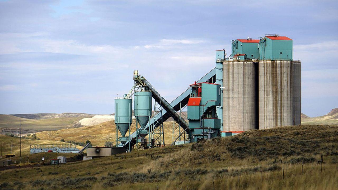 La mine d'Eagle Butte, située au nord de Gillette dans le Wyoming, en dépit de menaces de fermeture continue à produire du charbon. Son nouveau propriétaire, Eagle Specialty Materials, est accusé par Komatsu d'utiliser sans indemnisation deux pelleteuses qui étaient en service avec l'ancien propriétaire de la mine.