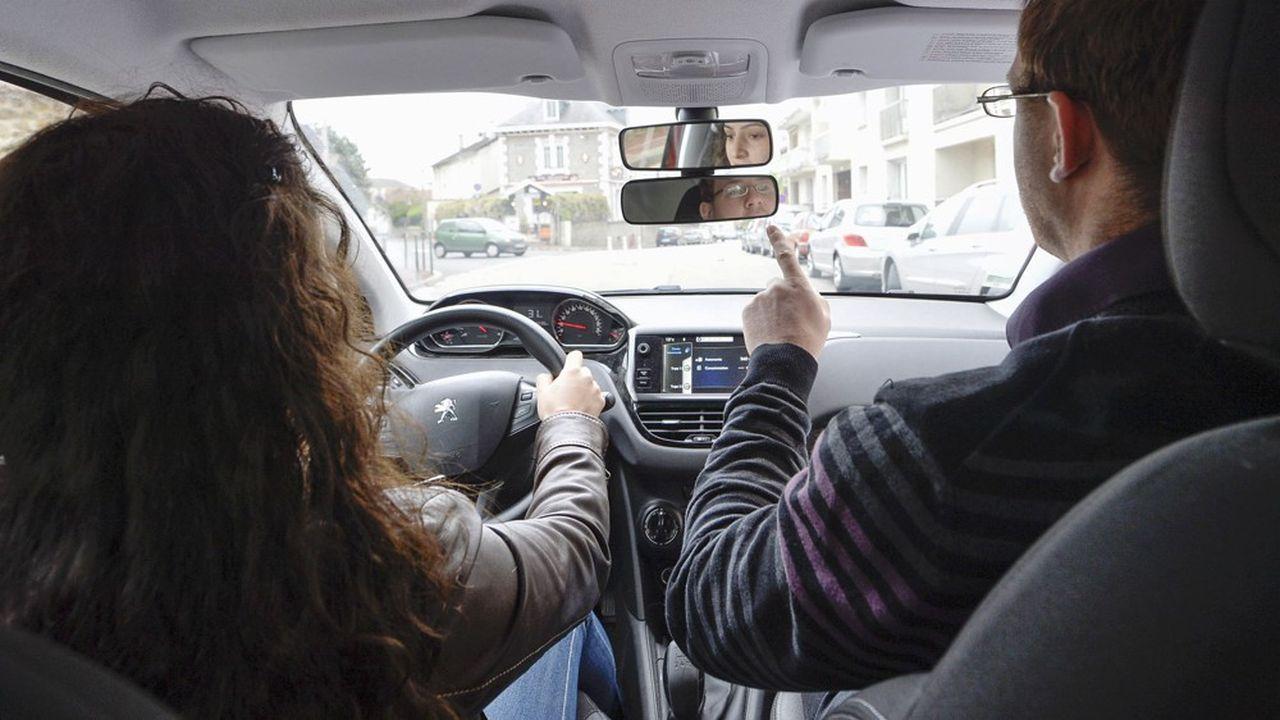 En théorie, un candidat peut passer le permis au bout de 20heures de conduite, mais dans la pratique, la moyenne tourne à 30 ou 35heures.