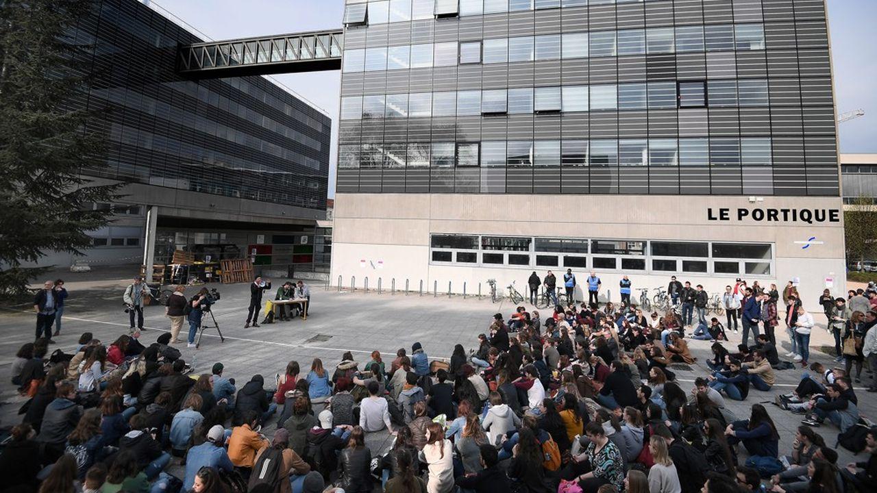L'université de Strasbourg se retrouve confrontée au défi de s'adapter à un nombre d'étudiants qui bat des records chaque année.