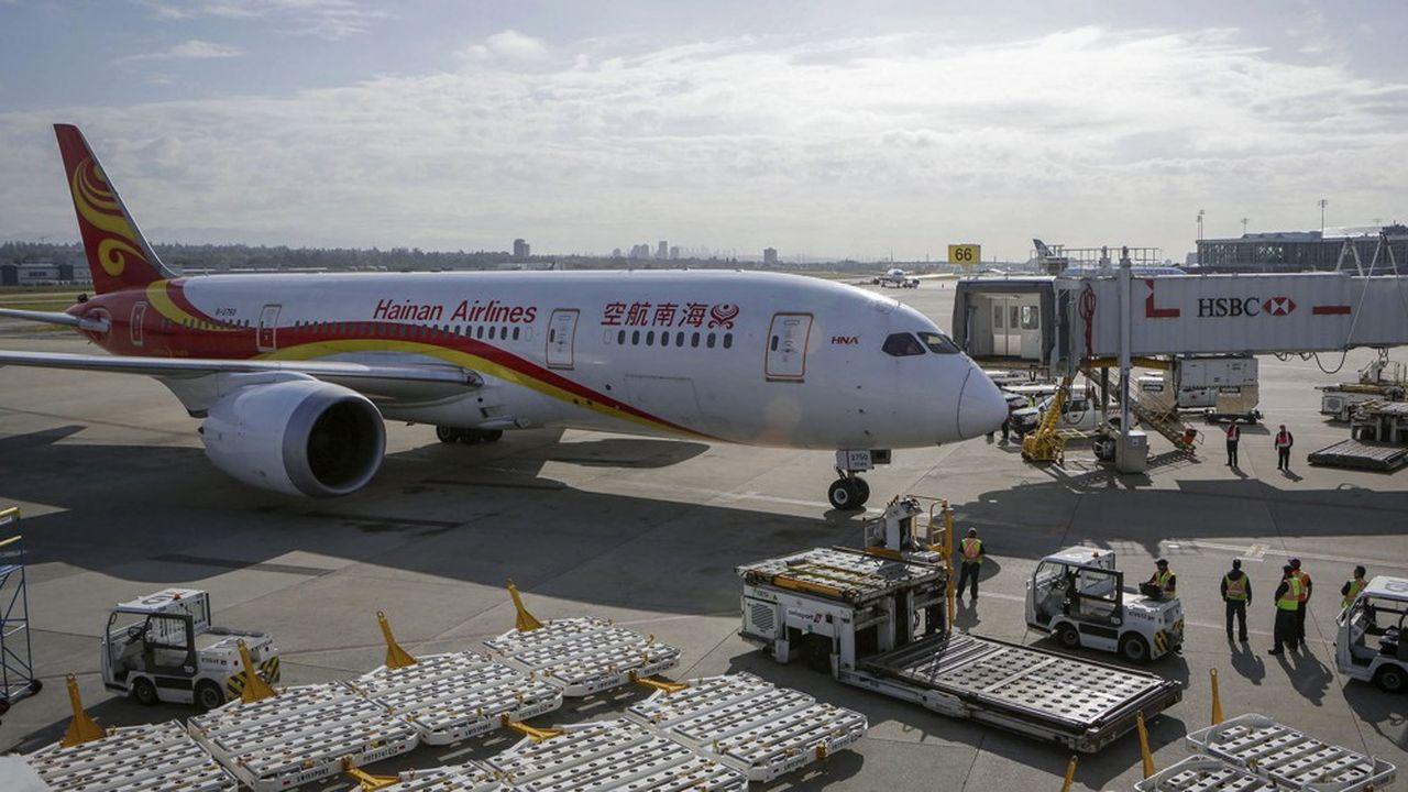 L'aventure du groupe HNA a commencé en 1993 lorsque Cheng Feng, un ancien responsable de l'aviation chinoise, créé Hainan Airlines avec le soutien des autorités locales afin d'acheminer les Chinois sur l'île tropicale qui s'ouvre au tourisme.