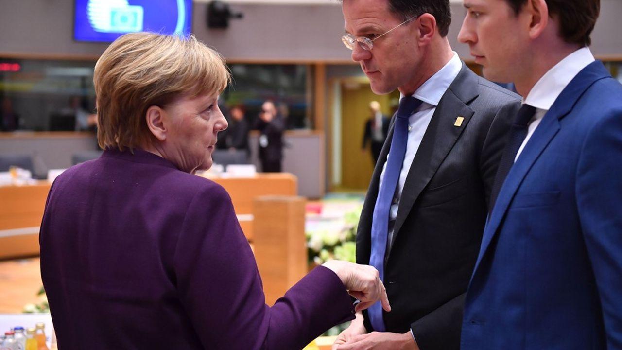 Angela Merkel discute avec le Premier ministre néerlandais Mark Rutte, au centre, et Sebastian Kurz, le chancelier autrichien à Bruxelles le 20février.