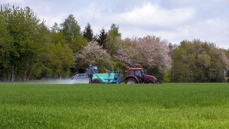 L'agriculture doit apprendre à moins utiliser de pesticides et d'engrais chimiques.