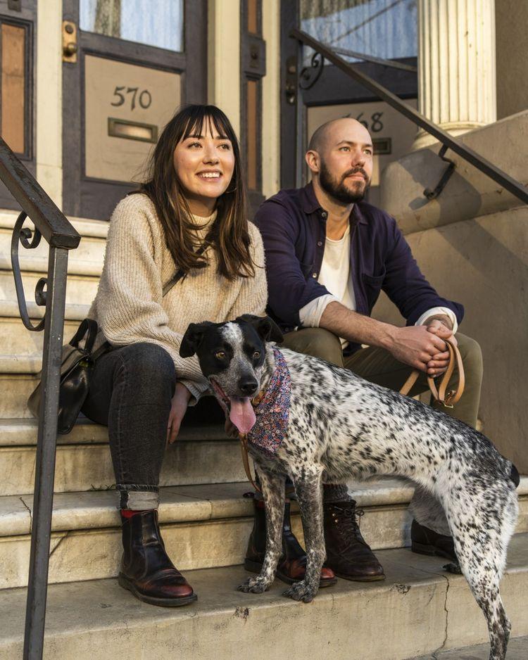 Poppy, Chris et leur chien Sunny, une famille typique de San Francisco, dans le quartier branché de Mission.