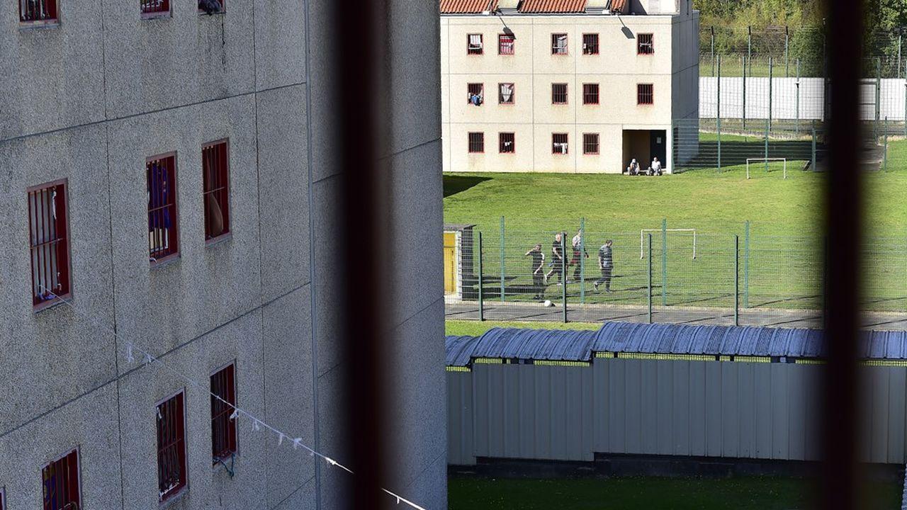 Le gouvernement va lancer «sans délai» la construction d'une première prison de ce type à Arras.