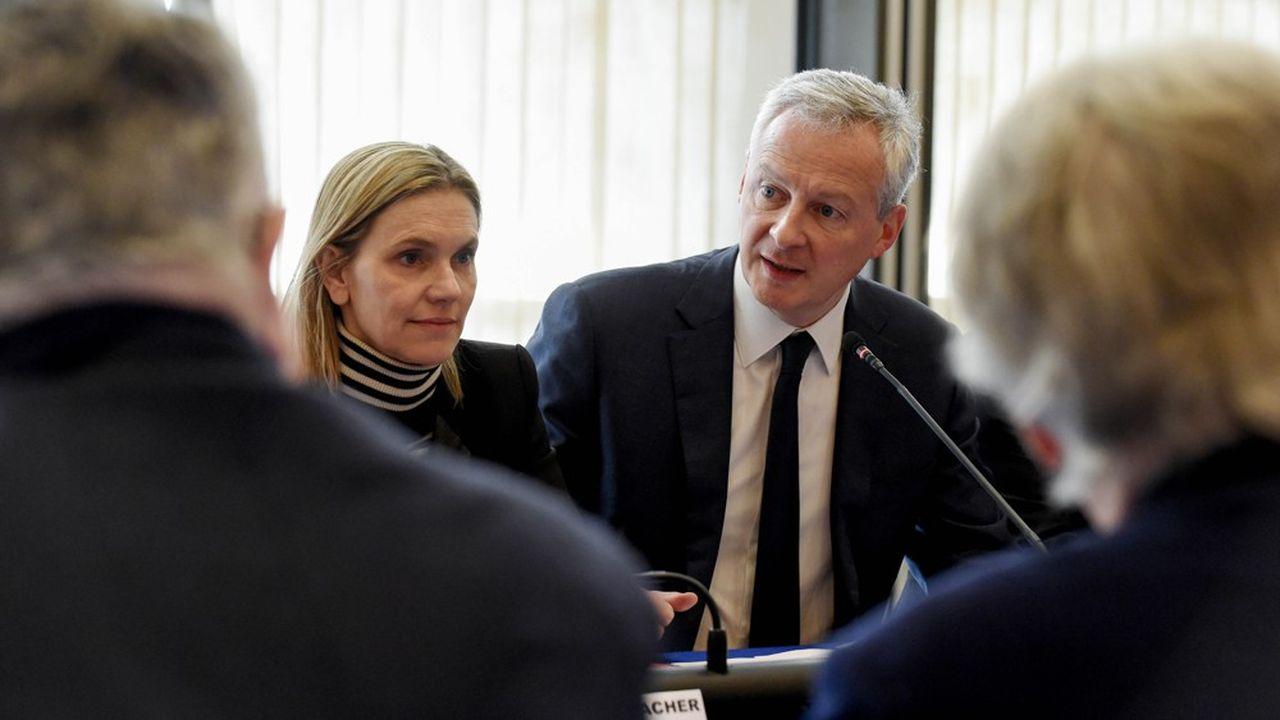 Bruno Le Maire et la secrétaire d'Etat Agnès Pannier-Runacher ont dévoilé plusieurs mesures à destination des entreprises pour limiter l'impact du coronavirus.
